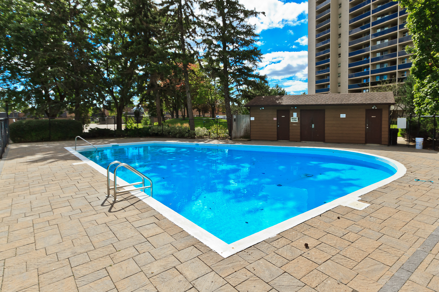 Millgate Manor, 812 Burnhamthorpe,  820 Burnhamthorpe,299 Mill Road